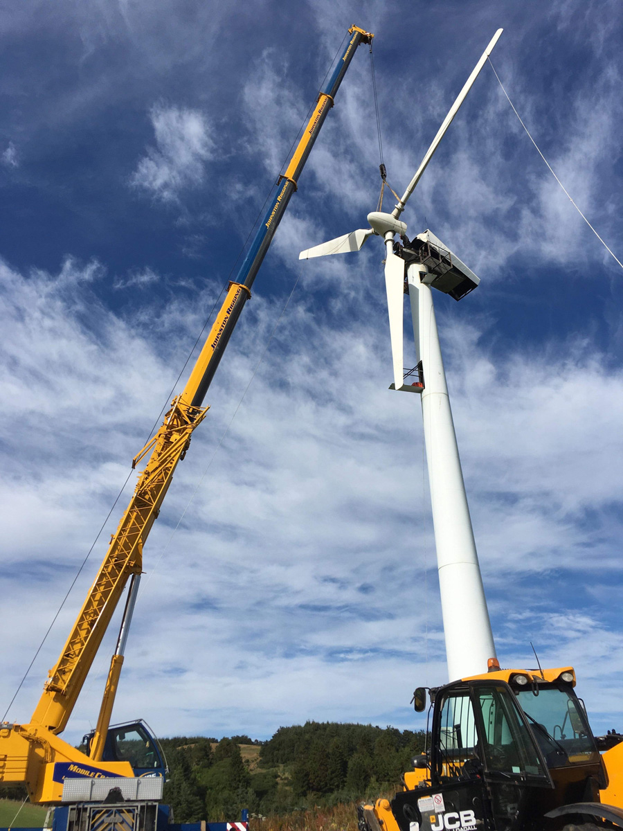 Contract lifting team assisting with the replacement of wind turbine components in Glenrothes, Fife